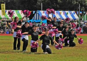 ダンスパフォーマンスチームが元気に演技/市民体育祭で初披露