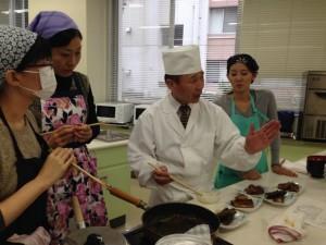 プロ調理人招き和食文化セミナー/食物栄養学科の学生がアシスタント