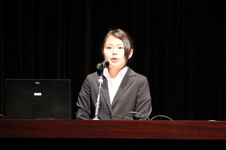 「子どもと共に学び続ける先生に」/人間発達心理学科3年・白鳥舞さんが新座市教育シンポジウムで発表