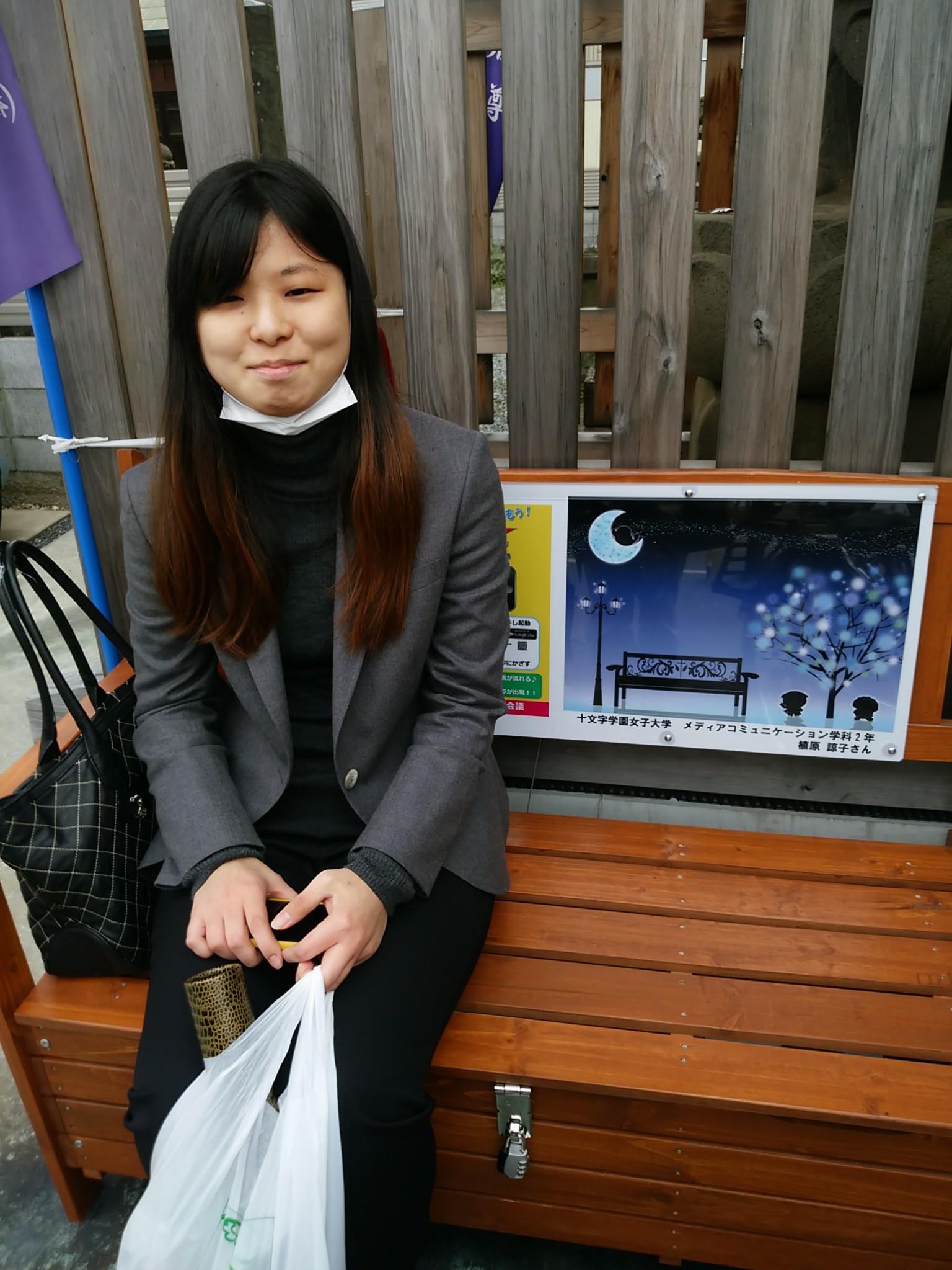 植原諒子さん(メディアコミュニケーション学科2年)に感謝状/志木市のベンチの絵をデザイン