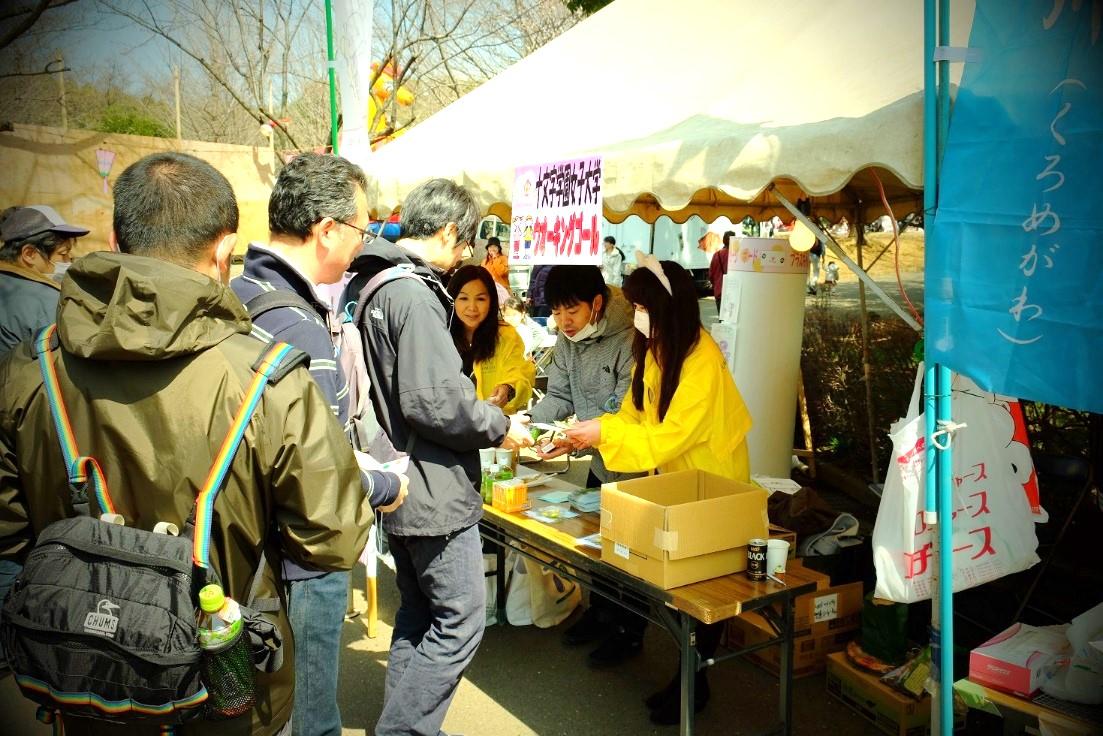 本学学生が裏方で活躍 参加者は100人超/ さくらまつり 黒目川ウォーキング