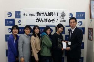 大津町を訪問し支援金を届ける/元気プロジェクト「熊本被災地支援」の学生