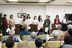 留学生の合唱団が「赤とんぼ」など披露/新座市内の老人ホームで交流